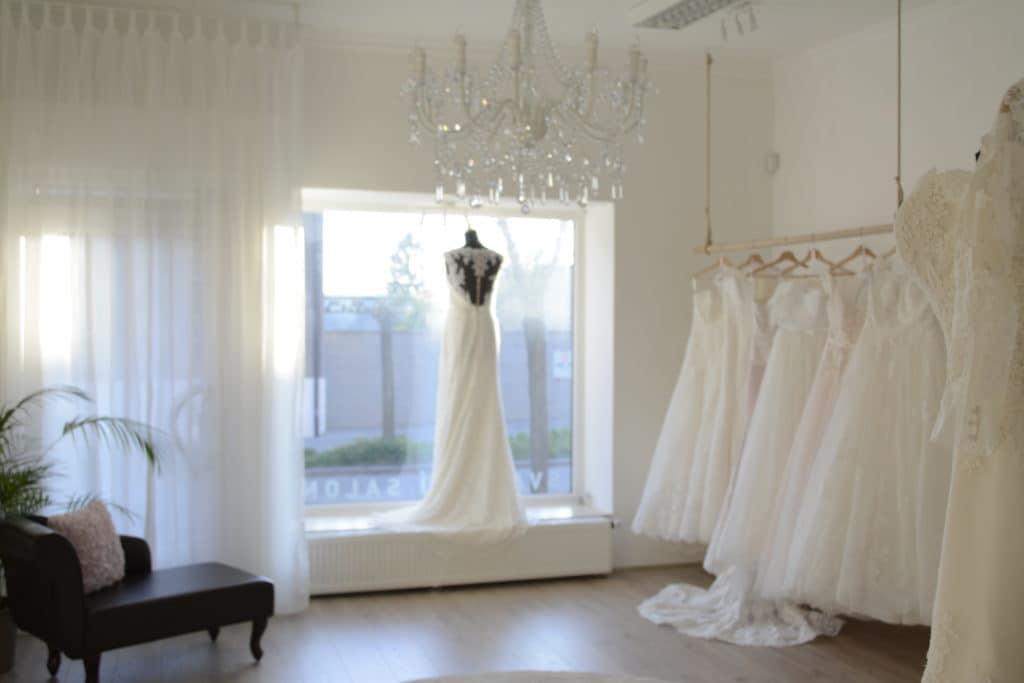 Jak si vybrat správné svatební šaty a svatební salon